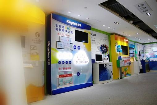 display-design-973x649